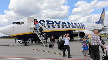 Samolot Ryanair na lotnisku w Modlinie