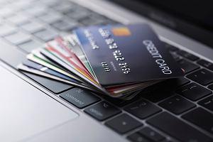 Darmowy kredyt z karty kredytowej i zakupy ze zniżką. Ale pod warunkami
