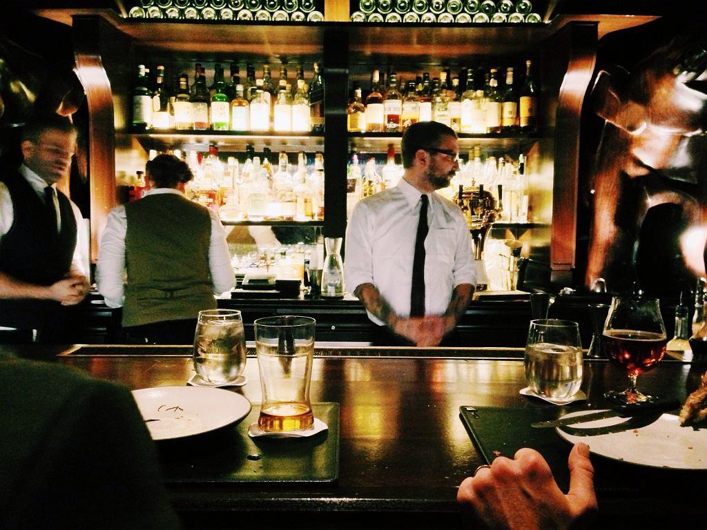 Tomek, po kilku latach pracy w gastronomii, jest pewien jednego: lepiej nie jadać ''na mieście'', jeśli nie ma się zaufania do szefostwa danego lokalu (zdjęcie ilustracyjne - fot. pixabay.com)