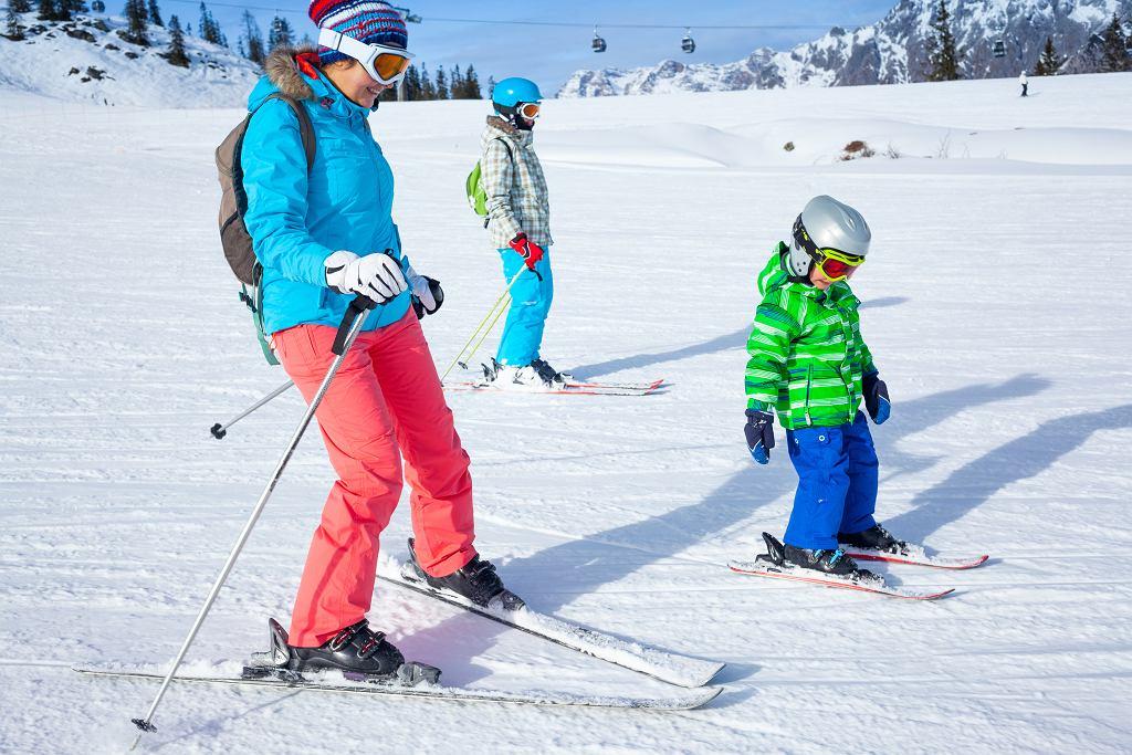 Ferie to idealny czas, żeby podszkolić swoje umiejętności w jeździe na nartach.