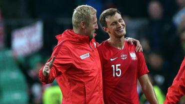 Kamil Glik i Krystian Bielik po meczu kwalifikacji Euro 2020 ze Słowenią. Minęło 289 dni. Dziś w Amsterdamie Glik wyprowadzi drużynę na kolejne spotkanie