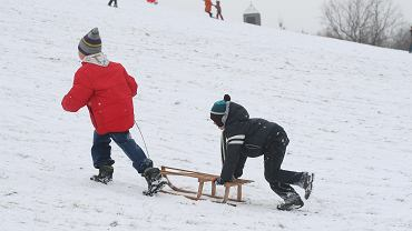 Ferie zimowe 2021. W jaki sposób uczniowie mogą spędzać wolny czas?