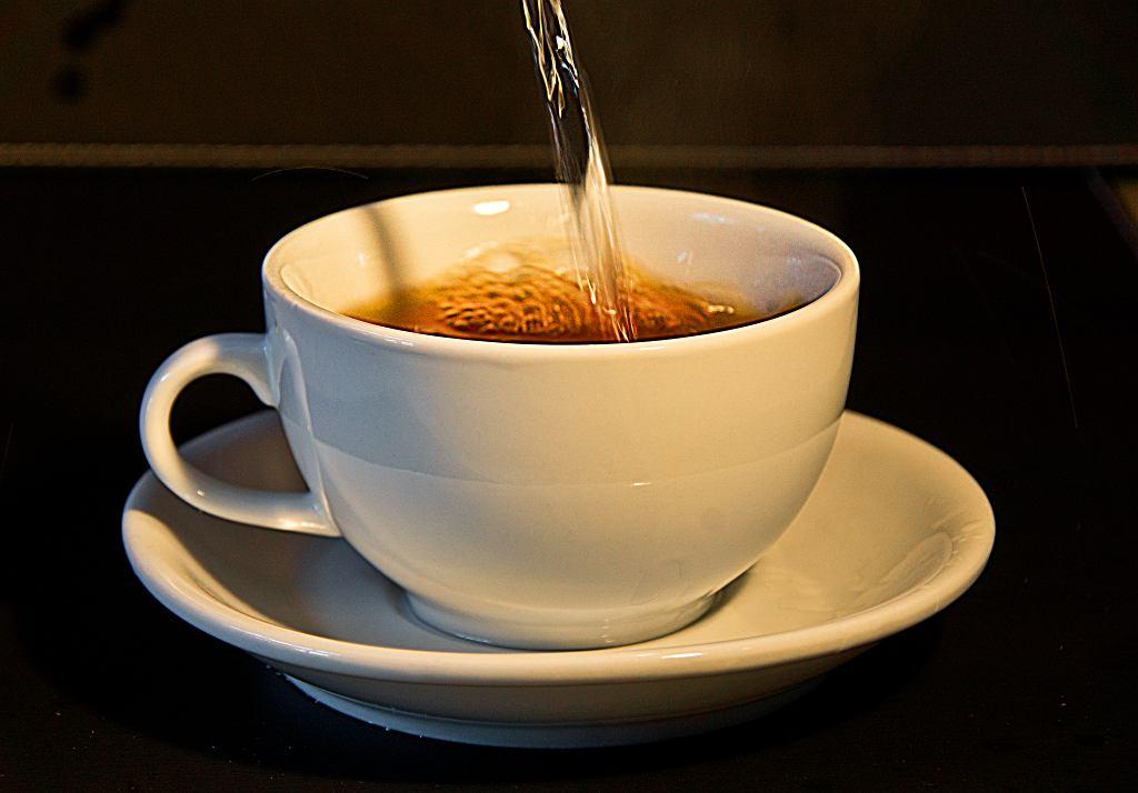 Picie zbyt gorącej herbaty może być niebezpieczne dla zdrowia