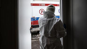 Ratownicy medyczni skarżą się, że muszą pracować na mrozie w cienkich kombinezonach