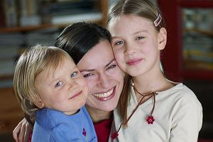 Danuta Stenka z córkami w 2002 roku