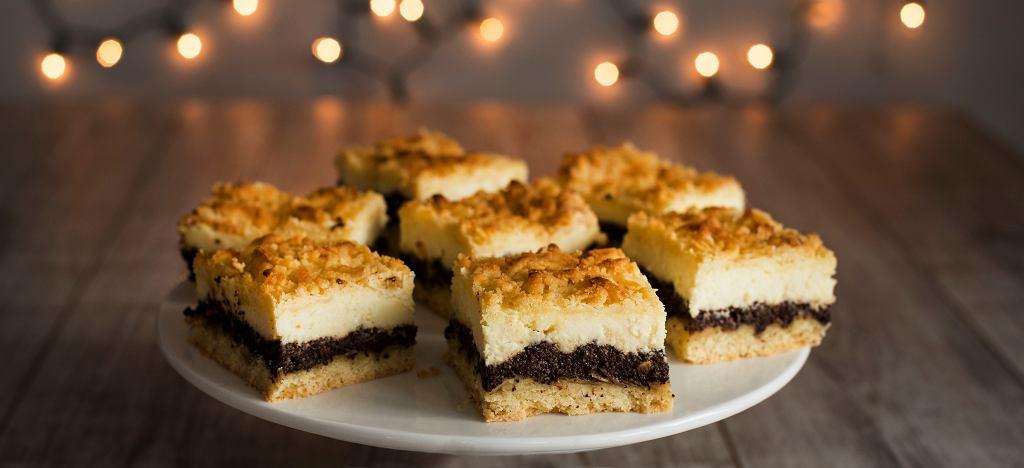 Seromakowiec, sernikomakowiec lub w skrócie seromak, to nic innego jak połączenie sernika i makowca - najlepsze ciasto dla niezdecydowanych