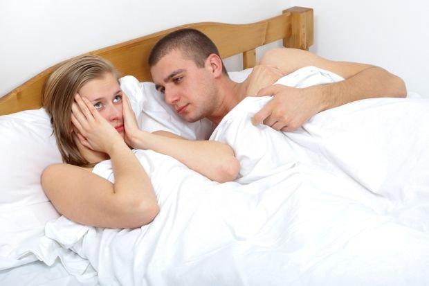 Suchość pochwy wciąż kojarzona jest z kobietami dojrzałymi, w wieku okołomenopauzalnym. Tymczasem: może zdarzyć się w każdym wieku