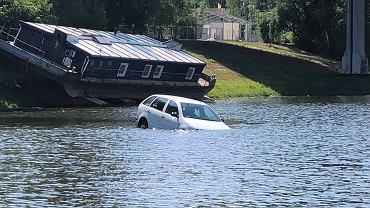 Tonące auto