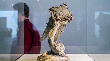 Gipsowy model Pucharu Gordona Bennetta w Muzeum Śląskim w Katowicach