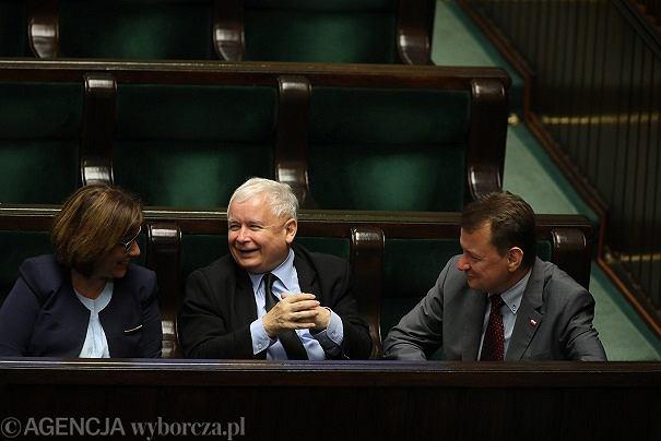 Choroba Jarosława Kaczyńskiego zażegnana? Czeka go operacja i szereg zabiegów rehabilitacyjnych