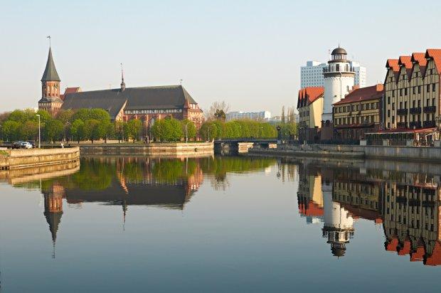 Tzw. wioska rybacka w Kaliningradzie i katerda, fot. Gl0ck / shutterstock.com