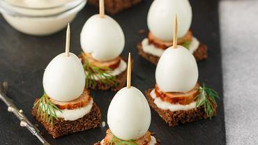 Jajko z chrzanem. Zdjęcie ilustracyjne