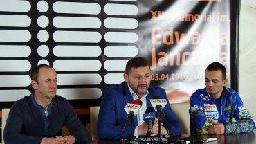 Od lewej: Piotr Świst, Ireneusz Maciej Zmora i Bartosz Zmarzlik