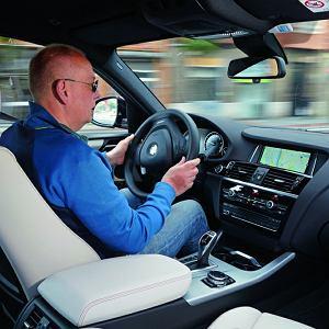 BMW X4 TO JEDEN Z NAJBARDZIEJ KUSZĄCYCH SAMOCHODÓW TEJ KLASY. MOŻNA NIM ZASZALEĆ, ALE MOŻNA TEŻ SPOKOJNIE I KOMFORTOWO JEŹDZIĆ.