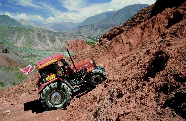 Traktorem w Andach. Cerro de los Siete Colores - Góra Siedmiu Kolorów w Argentynie.