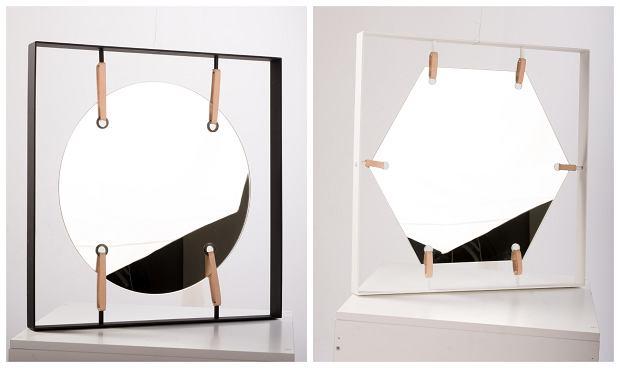 Lustra Bungee. Wymiary: 64x64 cm Materiał: lustro, metal malowany proszkowo, skórzane naciągi. Kształt lustra do wyboru: sześciokąt, kwadrat, koło. Cena: 680 zł