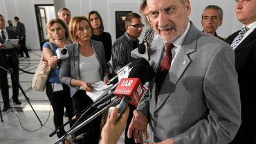 Antoni Macierewicz w Sejmie podczas debaty nad projektem uchwały o powołaniu komisji śledczej ws. likwidacji WSI