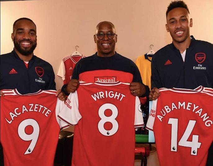 Alexandre Lacazette, Ian Wright oraz Pierre-Emerick Aubameyang z koszulkami Arsenalu Londyn. Źródło: Facebook