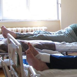 """Pacjenci i lekarze narzekają na temperaturę w szpitalach. """"Salowe mówiły, że tak musi być"""""""