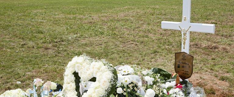 Pogrzeb 10-letniej Kristiny. Białe kwiaty i przejmujące słowa matki