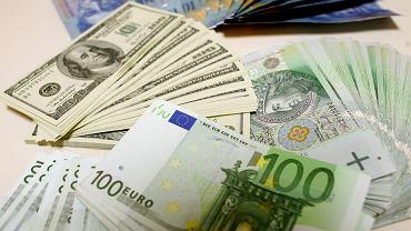 Kursy walut NBP 26.05 o godz. 7. Złotówka dalej się umacnia [kurs dolara, funta, euro, franka]