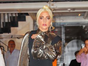 Lady Gaga na wysokich koturnach