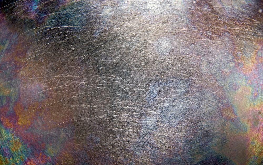 Tęczowe przebarwienia na garnkach