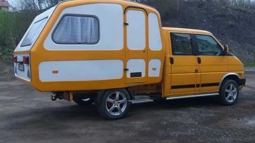 Volkswagen Transporter z przyczepą Niewiadów