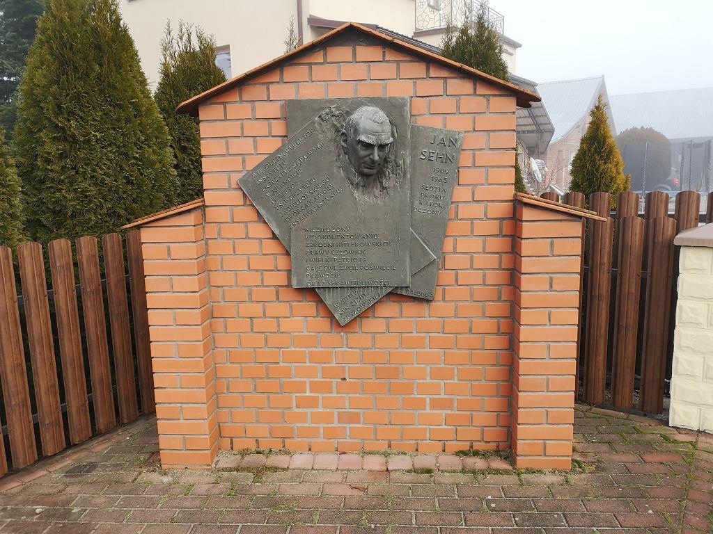 Tablica upamiętniająca postać Jana Sehna w Tuszowie Małym