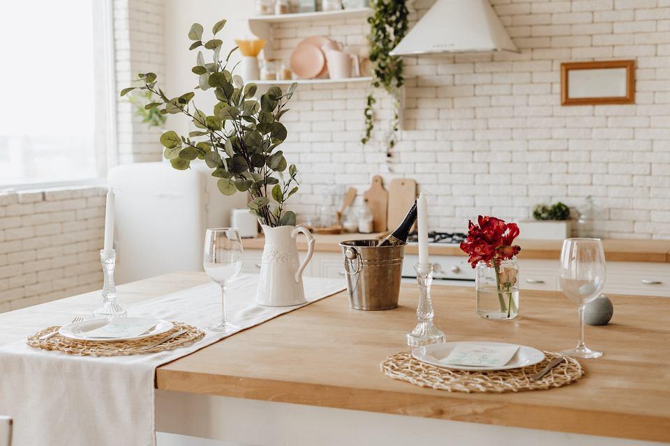 Przytulna aranżacja kuchni w stylu prowansalskim.