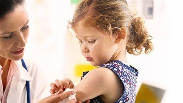 Lekarz zaproponować także szczepienie przeciwko grypie, chroniące przed ciężka postacią tej choroby.