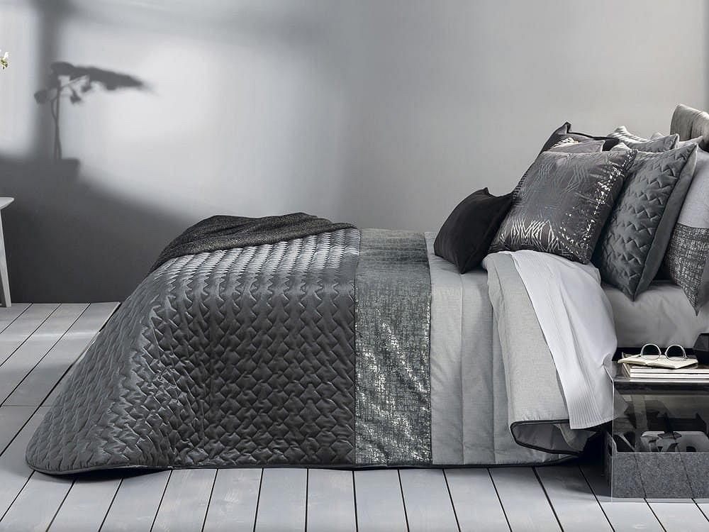 Elegancka narzuta na łóżko