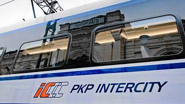 PKP Intercity wprowadza nowość. Kupując bilet możemy sprawdzić ślad węglowy podróży (zdjęcie ilustracyjne)