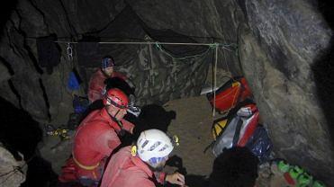 W takich warunkach pracują ratownicy TOPR, poszukując uwięzionych w Jaskini Wielkiej Śnieżnej grotołazów
