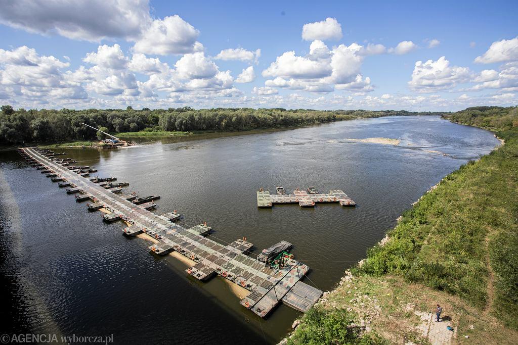 Ukończony most pontonowy na Wiśle