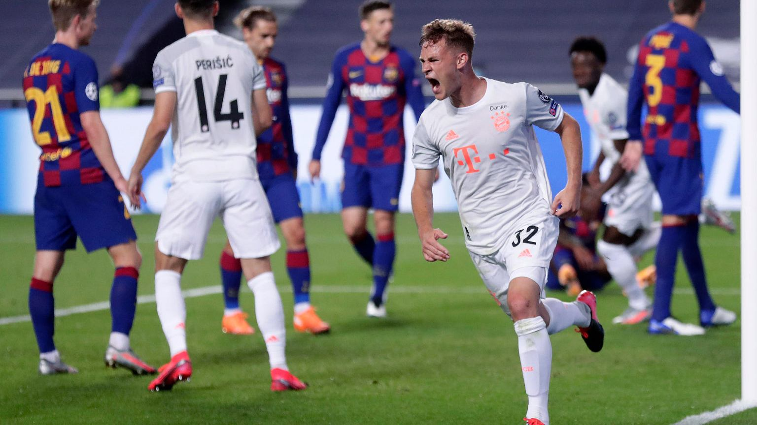 Robert Lewandowski strzelił gola, Bayern aż osiem! Szokująca porażka Barcelony Piłka nożna - Sport.pl