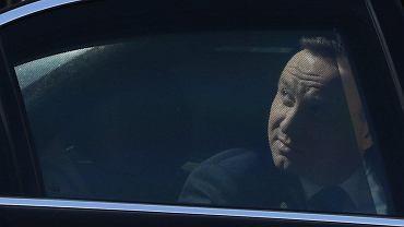 Prezydent Andrzej Duda w limuzynie.