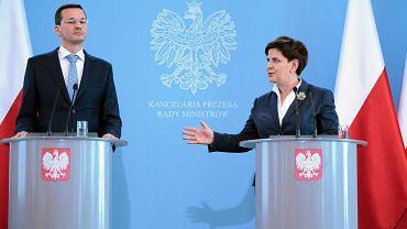 Premier rządu PiS Beata Szydło i wicepremier Mateusz Morawiecki podczas wspólnej konferencji prasowej. Warszawa, KPRM, 29 września 2016