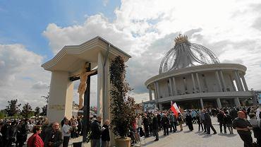 Poświęcenie kościola pw . Najświętszej Maryi Panny Gwiazdy Nowej Ewangelizacji i św . Jana Pawla II przy Drodze Starotoruńskiej w Toruniu