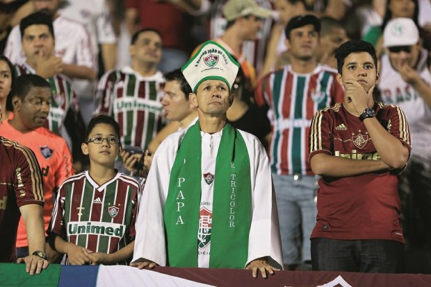 Misjonarze, świątynie, kółka różańcowe i krucjaty. Futbol w Brazylii stał się religią