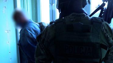 Akcja CBŚP w Warszawie. Zlikwidowano gang handlarzy broni i narkotyków