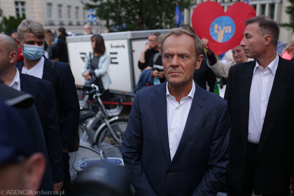 Donald Tusk na proteście w obronie TVN