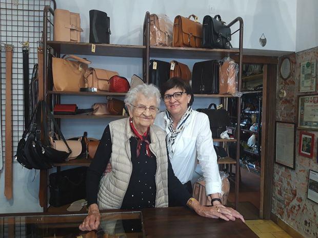Agnieszka Sitko i Joanna Górska w rodzinnym sklepie z wyrobami rymarskimi przy ul. Lawendowej w Gdańsku (fot. Angelika Swoboda)
