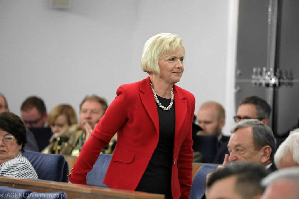 Senator Lidia Staroń w czasie posiedzenia Senatu RP