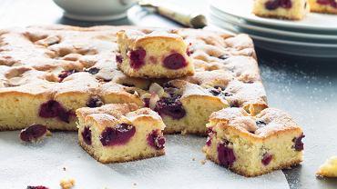 Ciasto z czereśniami ucierane jest bardzo proste - nawet początkujący cukiernicy dadzą sobie z nim radę