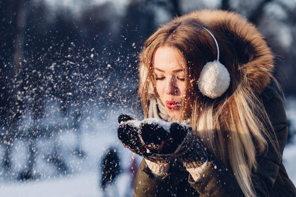 Ciepłe i modne czapki na zimę