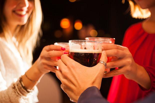 Nawet niewielkie ilości alkoholu zwiększają ryzyko rozwoju niektórych nowotworów - pokazują japońskie badania