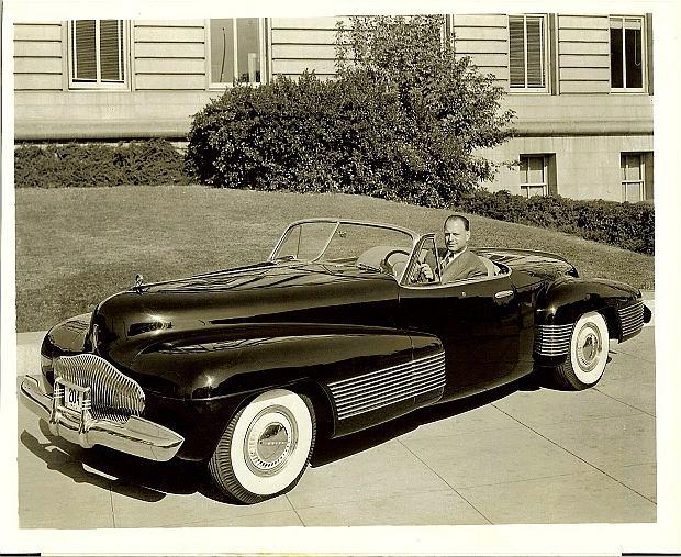 Kabriolet miał zamontowany 5,2 litrowy silnik V8
