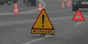 Wypadek pod Tarnobrzegiem. Samochód osobowy uderzył w ciężarówkę