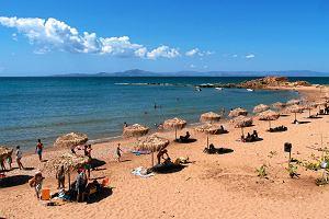 Jechać na wakacje z biurem podróży czy samemu? Kiedy taniej?